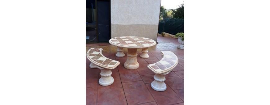 Mesas de piedra con azulejos